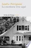 libro La Escritora Vive Aquí